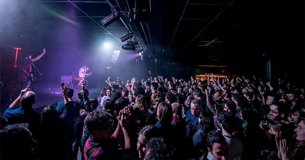 salas-de-conciertos:-mil-personas-sin-distancia-en-barcelona-y-sector-de-interes-y-proteccion-especial-en-madrid