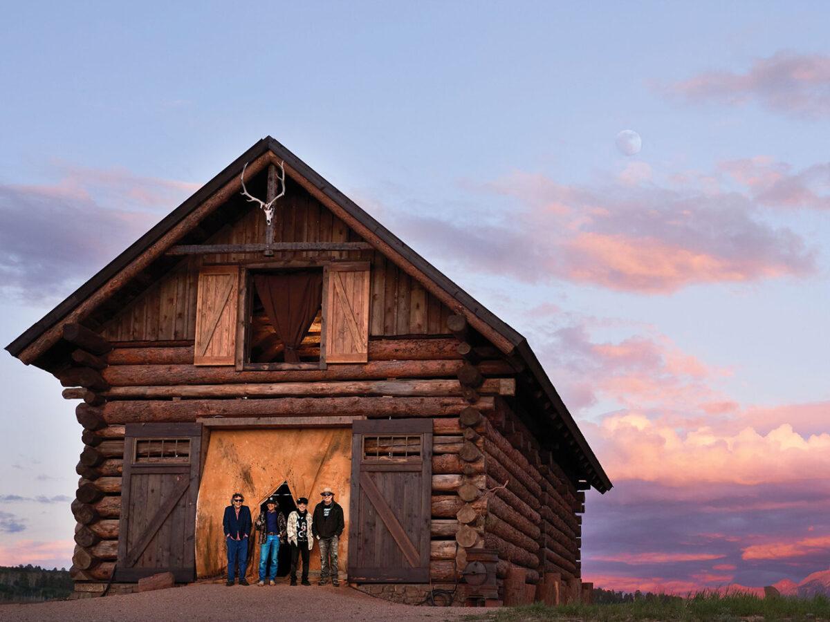 neil-young-&-crazy-horse-publican-'barn'